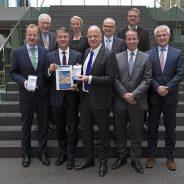 Aktueller Monitoring-Bericht 2014 übergeben